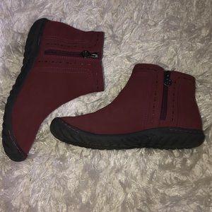 Faux leather Juno JBU maroon booties